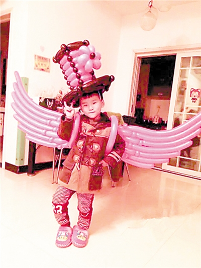 2气球制成的天使翅膀.