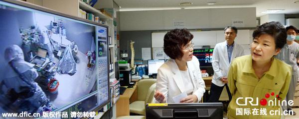 朴槿惠前往首尔大学医院抗MERS一线视察(图