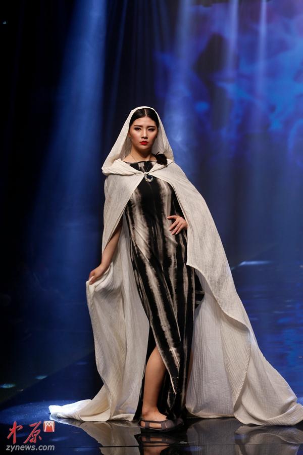 高清:郑州大学生原创服装设计发布会 惊艳全场