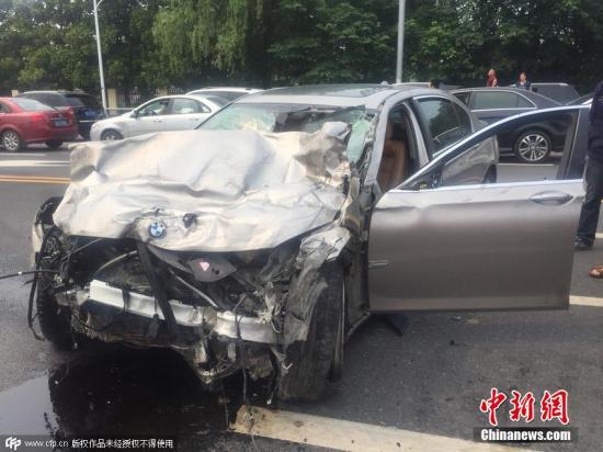 南京多车相撞致2死事故续 警方在肇事车内搜出冰毒