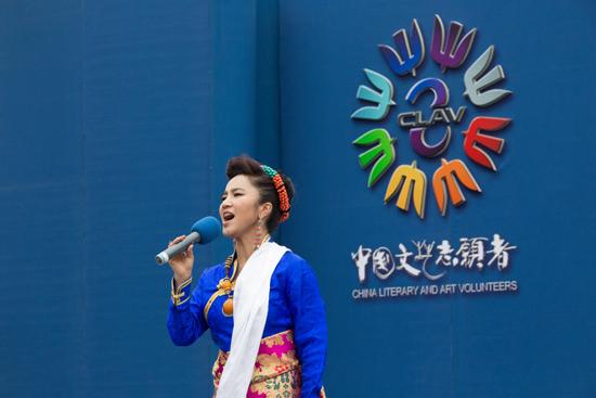 ...原》、《最美中国》等经典歌曲还为留守儿童送去了温馨.