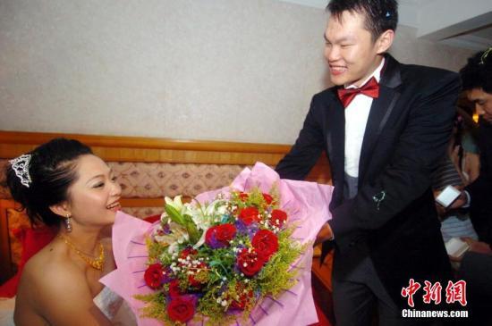 朱芳雨 事件/资料图:朱芳雨和妻子 图片来源:Osports全体育图片社