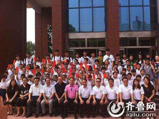 台济公益交流夏令营参与人员共同合影。