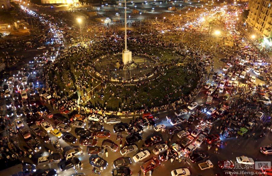 埃及狂欢集会庆祝新苏伊士运河开通 全国最高戒备