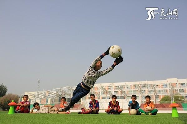 足球运动丰富博湖小学生暑期生活|足球|足球队