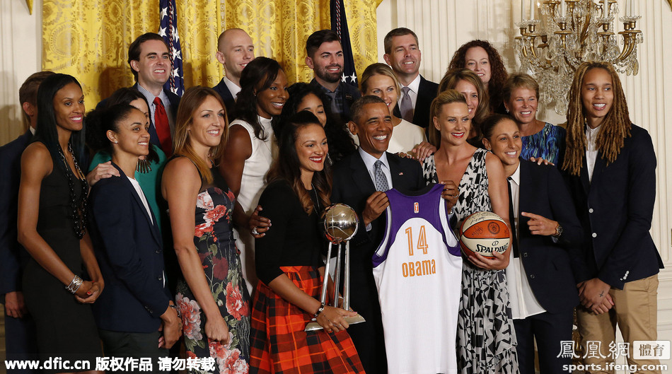 奥巴马接见WNBA总冠军队 北京女篮外援随队