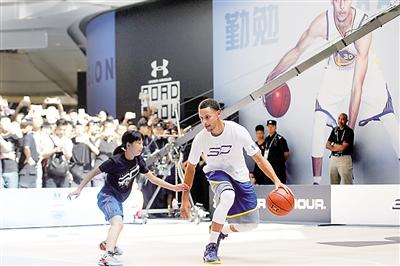 NBA红得发紫巨星库里图片
