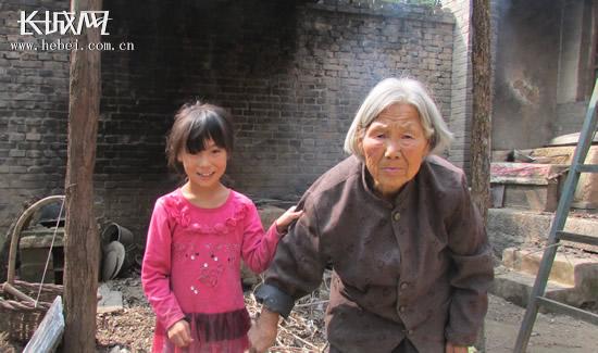 河北省阳光公益志愿协会对灵寿县贫困生进行走访摸底。