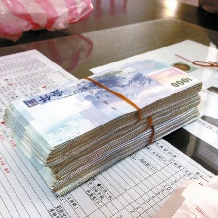 黑鸭子 十送红军 曲谱-中新网9月24日电 据台湾《联合报》报道,是谁丢了50万(新台币,下
