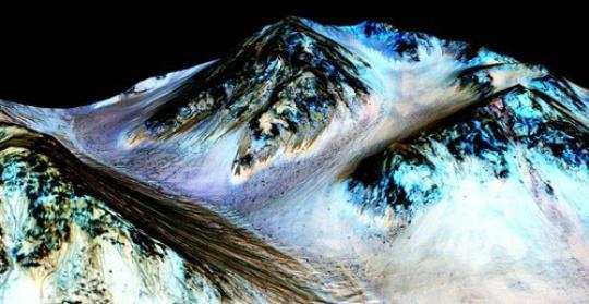 资料图:来自NASA能够证明火星有液态水的图片。