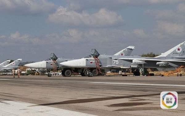 正待从叙利亚Hmeimim空军基地起飞的苏-24战机群