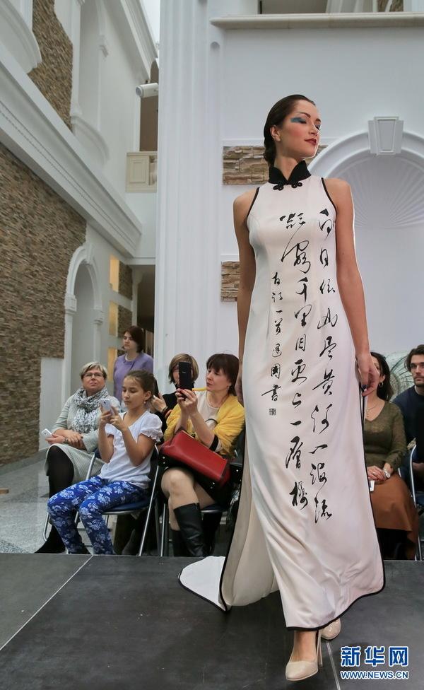 白俄罗斯服饰展示中国著名品牌旗缘时尚(组情趣内衣一一中国模特图片