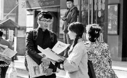 民国大学生 穿越了在桂林路街头卖报