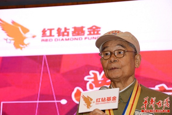 图为抗战老兵陈忠民致辞。