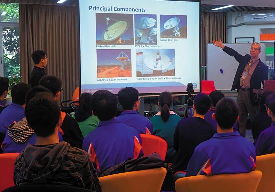 专家指导广州学生通过互联网v学生望远镜爱十初中的抄报手图片