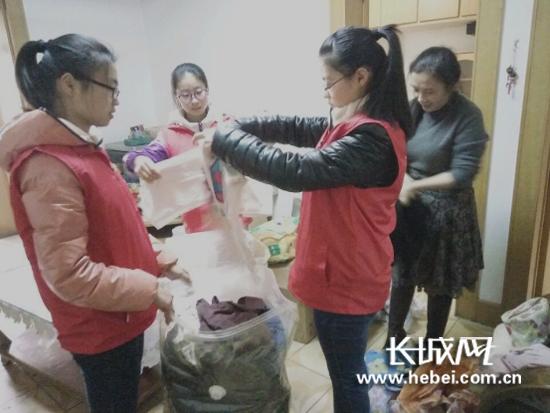 石家庄铁道大学青年志愿者协会开展捐衣献爱心活动