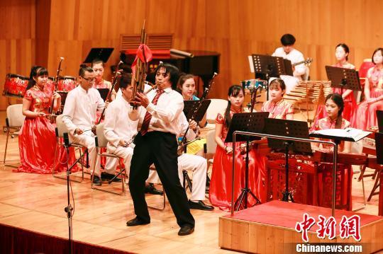 教授改良民族乐器芦笙 曾被邀至维也纳金色大厅