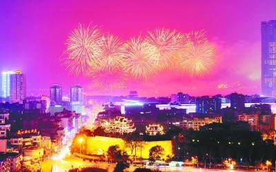 当天,长沙市在橘子洲燃放《happy new year》新年主题焰火.