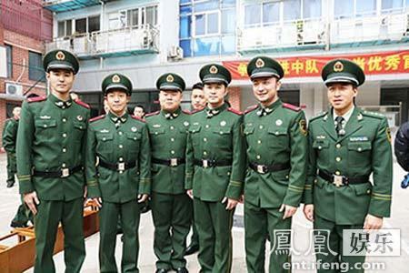 [明星爆料]《了不起的挑战》变身消防官兵 阮经天上演最帅逆行