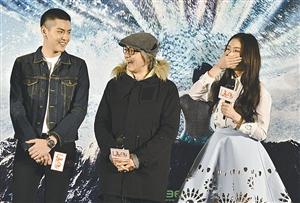 周星驰(中)和林允,吴亦凡(左)图片