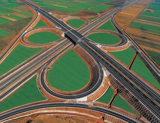 高速公路(图片来源于网络)