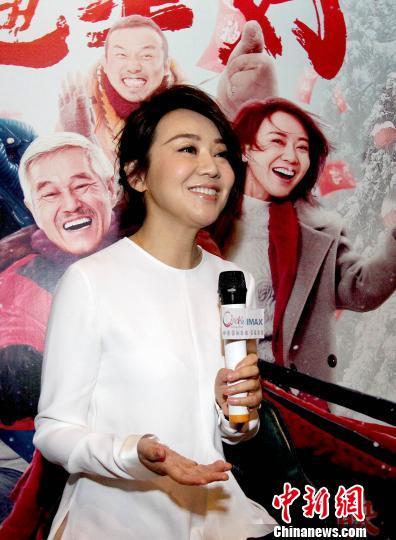 闫妮:过年回家守着妈是很温暖的事情 闫妮在天津推介主演的电影《过年