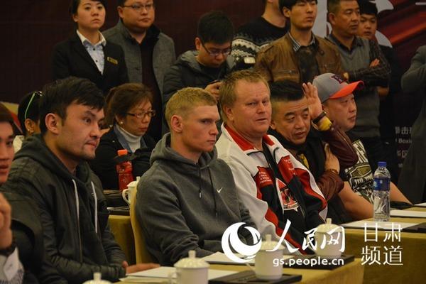 丝绸之路 WBC洲际金腰带拳王争霸赛赛前称重 选手蓄势待发(高增硌 摄)