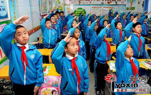 乌鲁木齐市47万中小学生正式开学 副市长与孩子们共唱国歌
