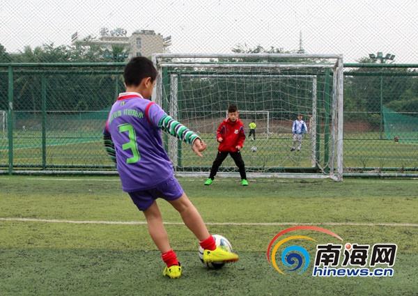 河南建业5人制足球名单_足球5人制是几人_7人制足球场地尺寸