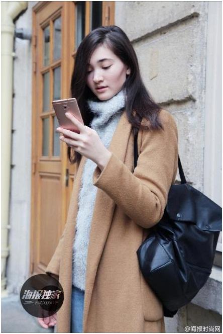 陈妍希现身时装周秀场 巴黎街拍品味时尚风格