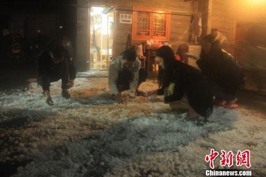 冰雹夜袭广东连山金子山曾令华摄