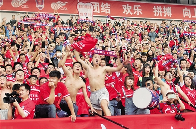 球迷沸腾了。
