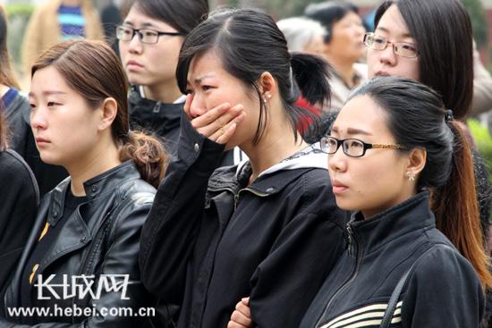 追悼会现场,李保国老师的学生难掩悲痛。长城网 赵晓慧 摄