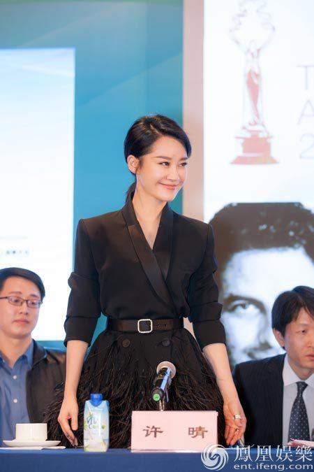 """第一次作为电影节评委的许晴,在采访中谦虚地表示:""""希望可以学习吸收图片"""