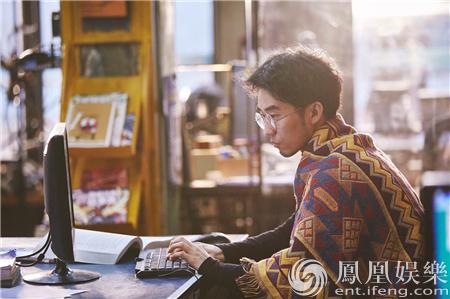 【星娱TV】最会演戏的青年导演子墨 颠覆清秀形象挑战电脑高手
