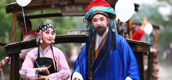 戏剧节嘉年华巡游:华丽的集体狂欢