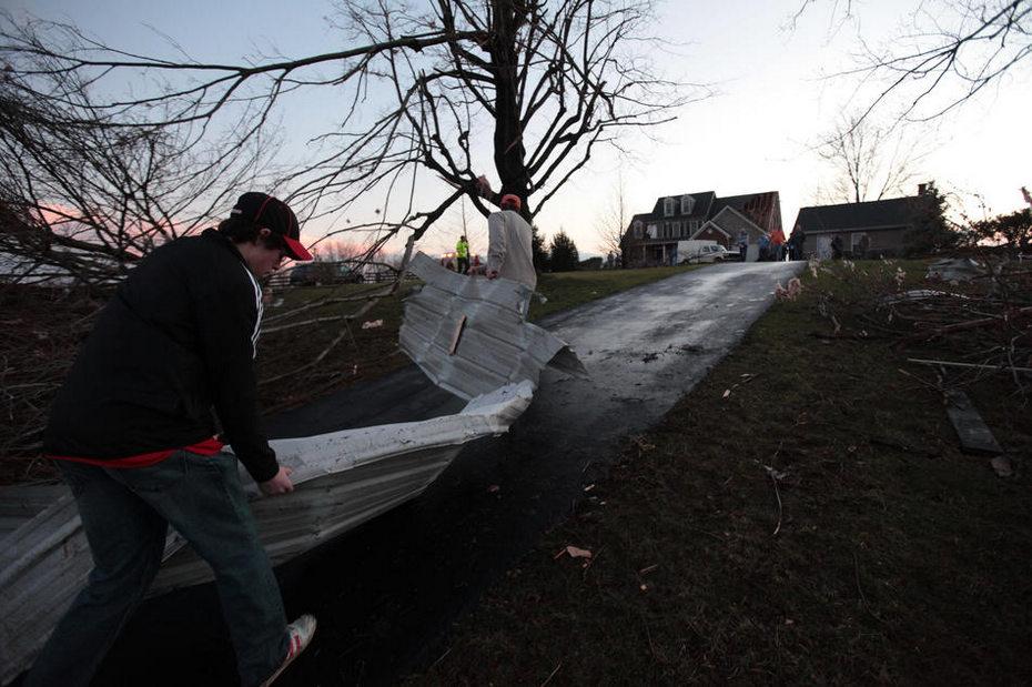 满目疮痍 探龙卷风肆虐后的美国小镇