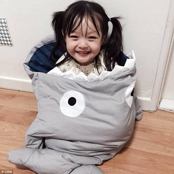 3岁混血小女孩