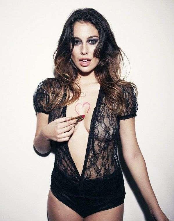 西班牙第一美胸女星半裸大片 透视情趣内衣秀