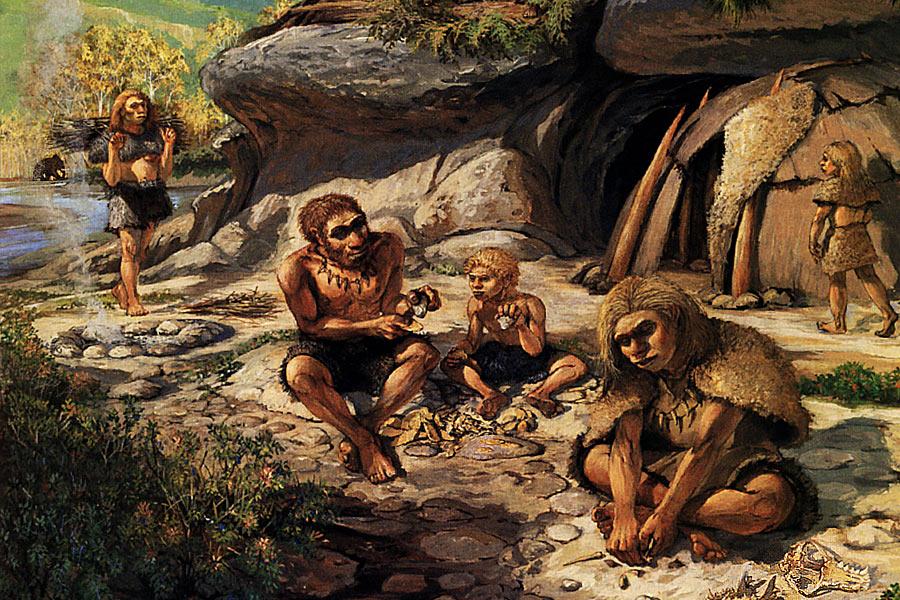 在15000-11500年前,法国地区的尼安德特人就开始驯养家犬,这些犬类身高大约在40厘米,跟现在的小猎犬或泰迪卷毛犬相当。这些小狗们曾经卧在尼安德特人的腿上,与主人一起生活,也作为捕猎的助手。但在尼安德特人没有食物的时候,它们也会成为应急的食物。