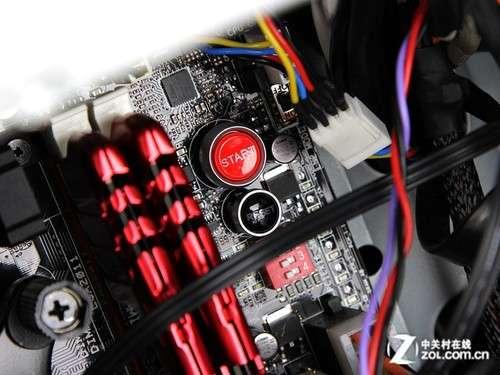 主板上设计了电源开关与热启动键,这应该是考虑到一些diy玩家的使用