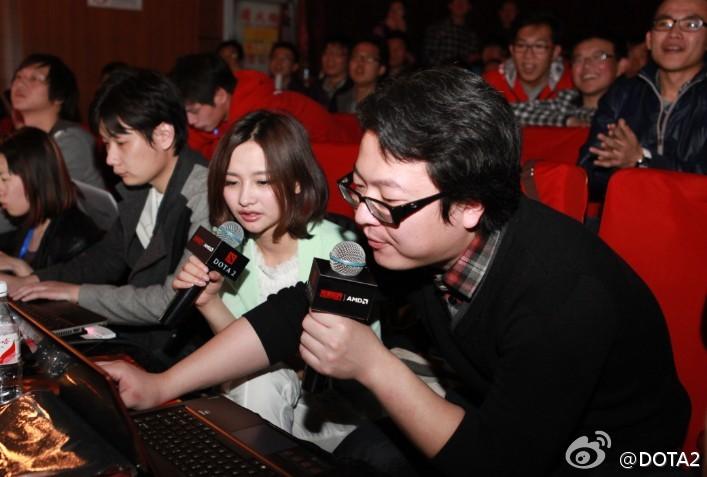 t海涛(右)和Miss韩懿莹-DOTA2 国服4月28日首测 版本与外服同步