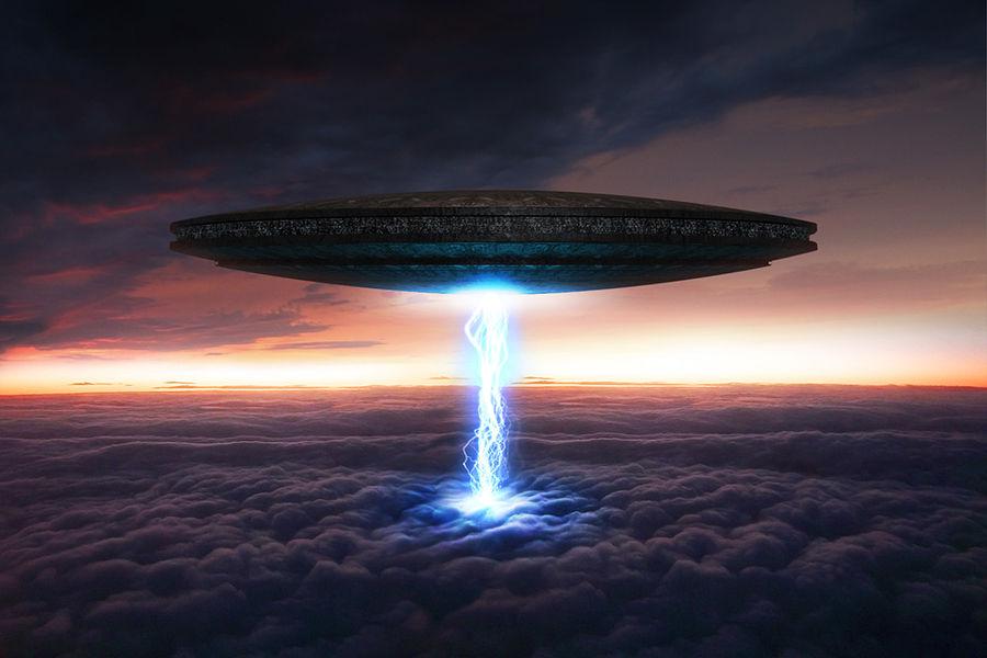 解决费米悖论最显而易见的方法就是找到地外文明存在的证据。自1960年来有各种各样的尝试,很多项目仍在进行之中。因为人类没有星际旅行的能力,这种探索只能是远距离进行的,而且要求对细小的线索做仔细的分析。