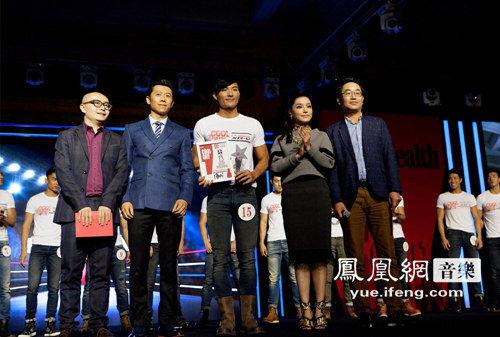 江映蓉受邀亮相时尚活动 与夏雨同台为选手颁奖