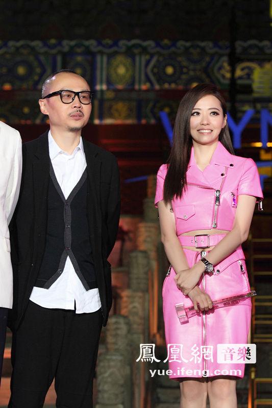 张靓颖性感助阵音乐盛典 斩获 最具实力女歌手 大奖