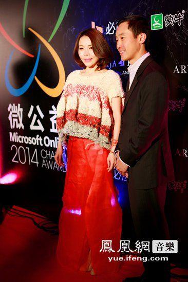 魏雪漫亮相时尚盛典 被曝有望加入《歌手3》
