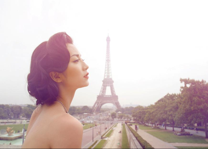 重庆美女新生代影视明星李心然巴黎街拍