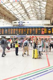 伦敦街头景:维多利亚火车站
