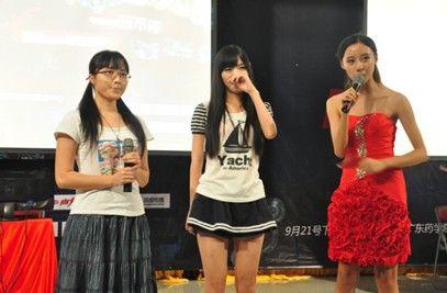 LOL小楼解说小学携手一跃猫力挺NEST中国行作文新年美女的英语图片