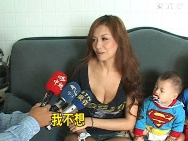 老公小孩组 超人特攻队 爆乳辣妻拒变装